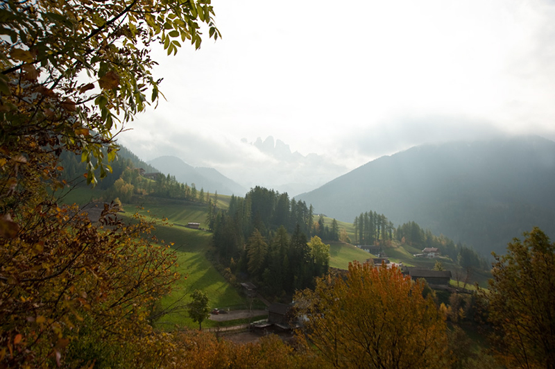 Dolomites-Val-di-Funes-in-Fall